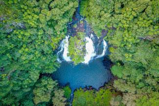 Opeaka'a Wasserfälle auf Kauai im US Bundesstaat Hawaii