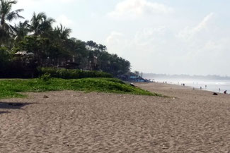 Endlose und breite Sandstrände im Süden Balis