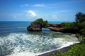 Spektakuläre Küste nahe des Tanah Lot Tempels