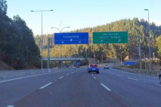 Auto, Autobahn, Valparaiso, Südamerika, Chile, Die Traumreiser