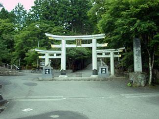三峯神社 三ツ鳥居