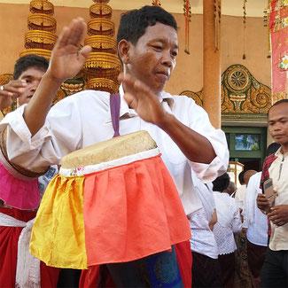 Joueur de chaiyam au Vat Preah Prom Nath durant la fête de Thot Kathin. © P. Kersalé 2016