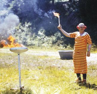 Das Entzünden der olympischen Flamme ist in Müsen weniger kostspielig, jedoch doppelt so mondän...