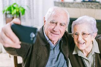 Private Krankenversicherung im Alter glückliche Menschen
