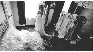 Atelier-Fotografie mit verschiedenen Kleidern und Requisiten in natürlichem Licht, Fotobuch mit 25 ausgewählten Aufnahmen - Dirk Brzoska Fotografie aus Leipzig