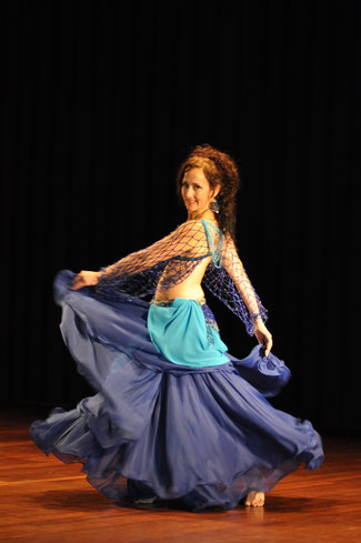 Bauchtanz Thun und Bern, orientalischer Tanz, Nadja Ghazal, Atelier Créarte, Weiblichkeit, Frau sein, Tanz, Beckenboden