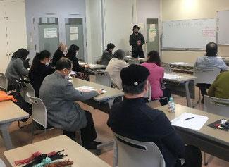 講義中の菊地 隆氏の写真