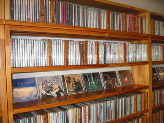ノルディックサウンド広島。北欧音楽のCDがずらりと並ぶ。全国的に見ても珍しいお店。