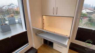 aufklappbarer Schreibtisch mit integrierter LED-Beleuchtung,Schublade als Auflage für Schreibtischplatte u. für Stifte u. Tastatur,Schreibtischschrank im Kinderzimmer, Kinderzimmerschrank mit integriertem Schreibtisch offenem Regal in grau u. Schubladen,