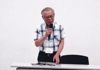 卓話(俳句甲子園)中の戸田氏  写真:髙村会員