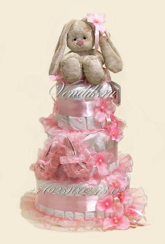 """Торт из памперсов для девочки """"Заинька Ми"""" с пинетками"""