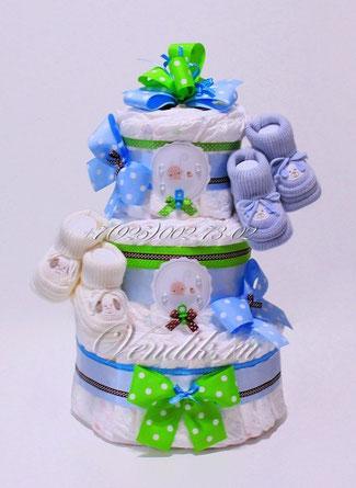 Подарок для новорожденных детей двойняшек или близнецов - торт из памперсов с пинетками.