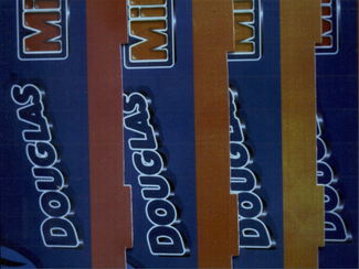 Fig. 4. Cambios de tonalidad debidos a una incompatibilidad de la tinta con el barniz UV.