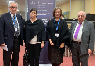 Picture of Ernst Poeppel with Aleksandr Chubaryan, Prof. Yan Bao and Prof. Vera Zabotkina