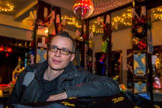 Auch Romanautoren haben ein Nachtleben: Mick Gurtner im Thuner Club Mokka.