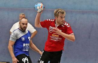 Kreisläufer Jannes Wernicke, hier beim Heimsieg gegen Blau-Weiß Dahlewitz, war mit acht Treffern bester MBSV-Torschütze in Lübbenau. Foto: Dirk Fröhlich