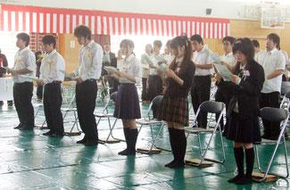 6人に卒業証書が手渡された=1日午後、八重山商工高校