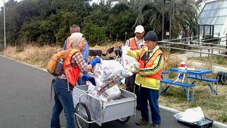 回収ゴミの運搬です。