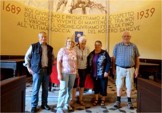 Exkursionsteilnehmer mit Vorfahren aus den Waldensertälern