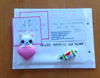 Porte clé chat, mignon, dans un coeur, en feutrine, fait main, cadeau maman de chat