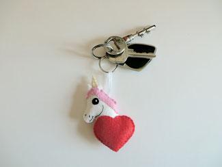 Porte clé licorne, kawaii, dans un coeur, en feutrine, fait main, cadeau fête des mères