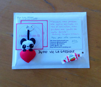 Porte clé panda, mignon, dans un coeur, en feutrine, fait main, cadeau d'anniversaire