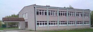 """1979 bis 1983 besuchte Gazmend die Grundschule """"Liria"""" in Fortesa, Kosovo."""