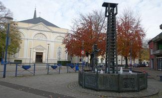 Pfarrkirche St. Katharina mit Bergbaubaubrunnen in Kohlscheid