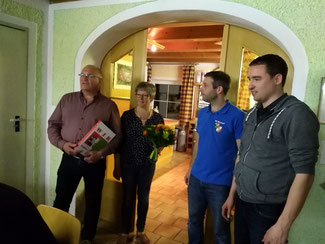 v.l. Jubilar Alfred Hamader, Ehefrau Marianne, Kommandant Jürgen Hamader und Stellvertreter Christoph Bader