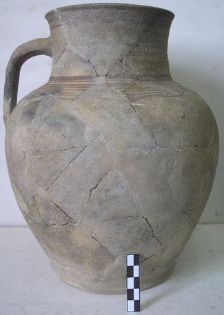 Горщик з рубленими свинячими кістками з завалу печі, знайденої на території Кам'янської Січі
