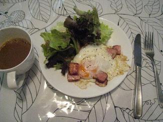 卵の半熟加減がちょうど良く焼けた。挽き胡椒はゼッタイ!