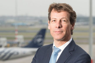 Adriaan den Heijer follows Marcel de Nooijer as Chief of AF-KL-MP Cargo  -  company courtesy