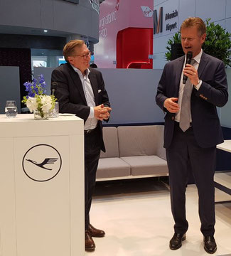 Business partners and friends: CEO Peter Gerber of LH Cargo (standing right) and MUC President and CEO Michael Kerkloh.
