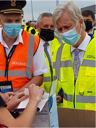 The King inspecting a rejected shipment of faulty face masks  -  photo: CFG/ms