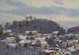 Eindrucksvoll erhebt sich am Donau-Panoramaweg das Schloss Wörth auf einem Berg inmitten der Stadt Wörth an der Donau.