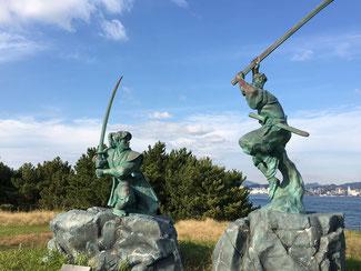 巌流島の武蔵・小次郎像