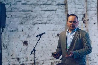 Uwe Kleinkes spricht auf dem DWNRW-Summit 2017