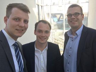 Henning Höne, Alexander Brockmeier und Markus Diekhoff (v.l.) auf dem Weg zur ersten Sitzung der neuen FDP-Landtagsfraktion.