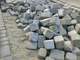石畳を修復