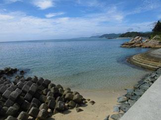 小串漁港 横 砂浜