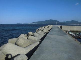 漁港 外海側の波止