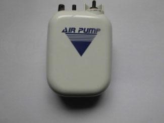 乾電池を使用する携帯用エアポンプ
