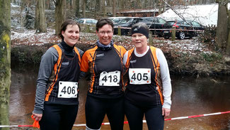 Foto: Das Frauenteam des SC Lüchow bei den Bezirks-Crossmeisterschaften in Zeven: Petra Müller, Nicole Brünicke, Petra Haacke (von links nach rechts)