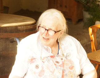 Oma Magdalena mit Enkelin Frieda