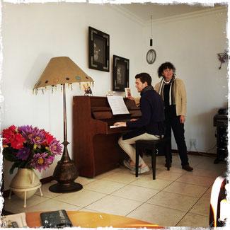 Zum Frühstück im Cairos Cottage in Lüderitz gibt es Live-Musik