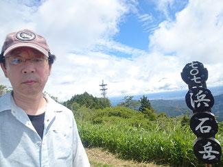 山頂からちょこっとだけ富士山