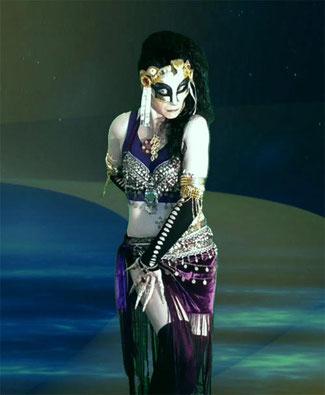 Fendoyah Argatron ist nicht nur eine beliebte Fantasy Ikone, sondern auch als Skulpturen Künstlerin gefragt
