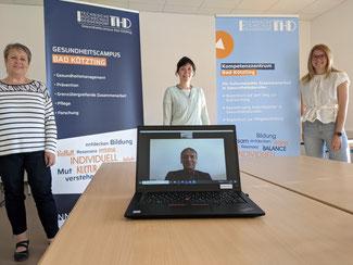 Leitg.Team Gesundh.Campus Bad Kötzting v.l.n.r.: Beate Freitag (Teamassistenz), Kathrin Martin (operative Leitg), Laptop: Prof. Dr. Horst Kunhardt (wissenschaftl. Leiter), Eva Liedtke (Geschäftsstell.-Leiterin ab 1.8. der Gesundh.Region Plus Lkr Cham