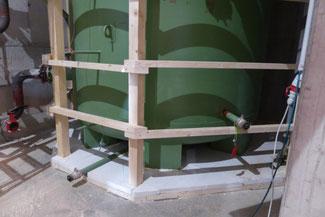 Einhausung Pufferspeicher für Einblasdämmung, Boden mit XPS gedämmt.