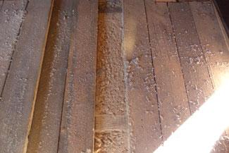 Holzfaser- Einblasdämmstoff verdichtet eingeblasen